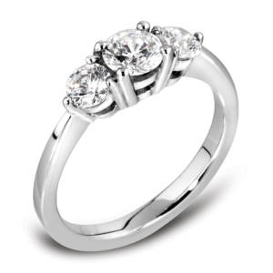 Engagement ring 3 stone